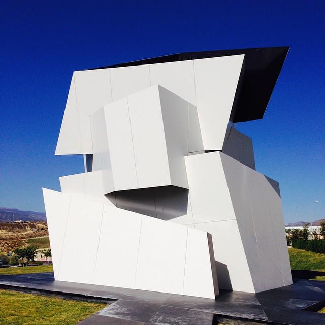 """Escultura en la sede de Cosentino """"Beyond the wall"""""""