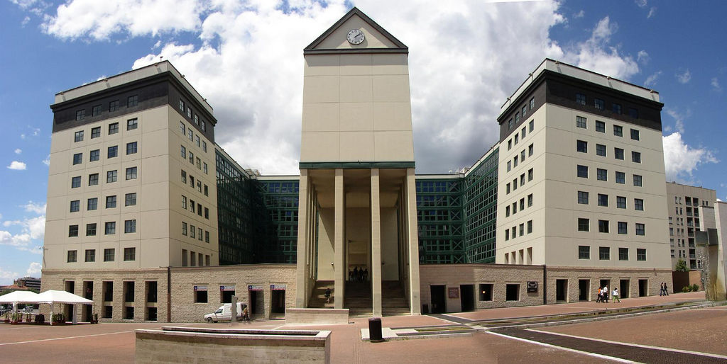 Edificio Público, teatro y fuente