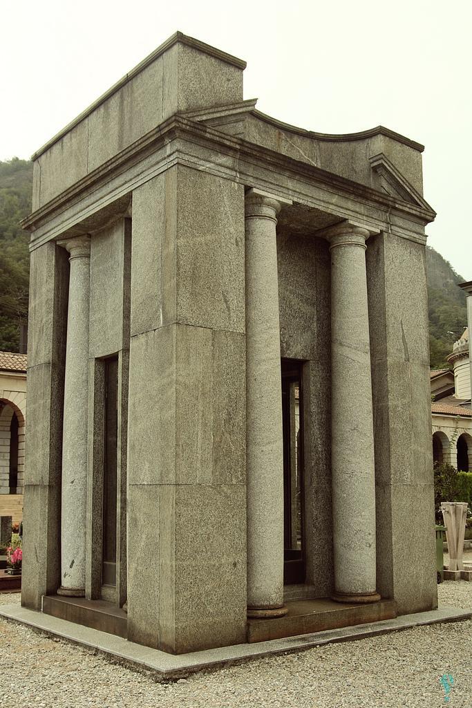 Tumba Stecchini